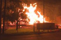Sklad Jim Beam v Kentucky zachvátil požár.