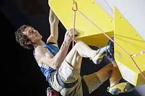 Čech Adam Ondra ve finále lezení na obtížnost na MS v Japonsku 15. srpna 2019