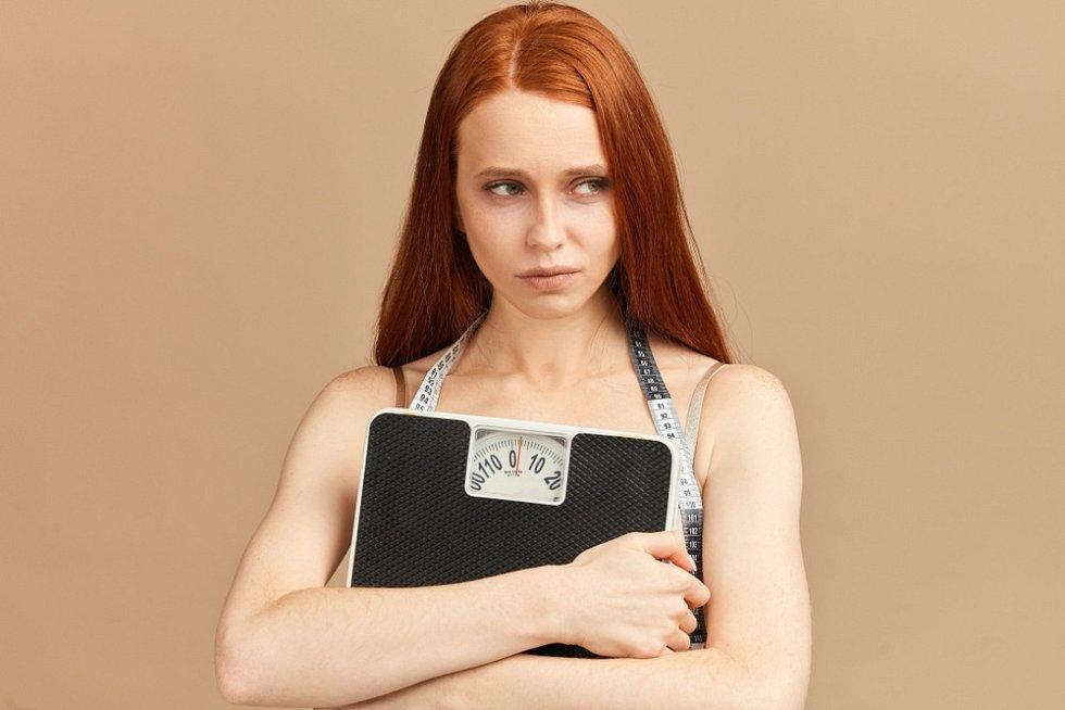 Poruchy příjmu potravy, jako jsou anorexie či bulimie, patří mezi závažná psychická onemocnění a u některých lidí mohou vést až ke smrti.