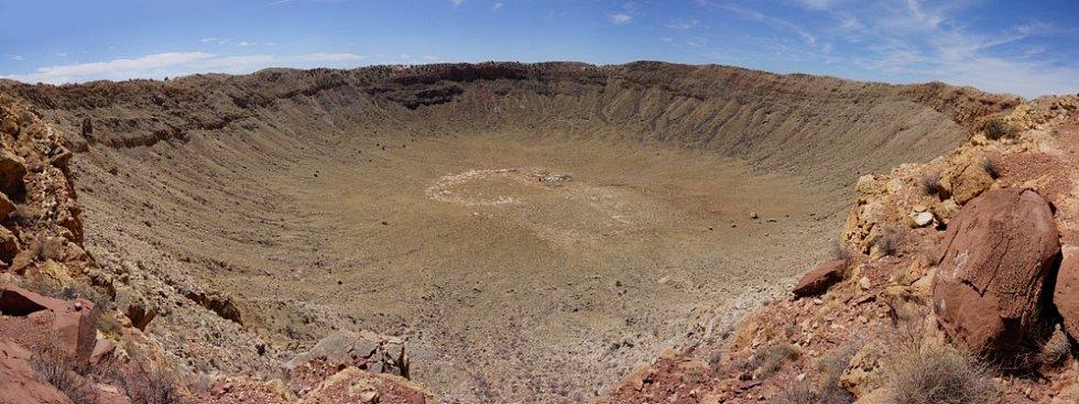 Kráter v v poušti v americké Arizoně.