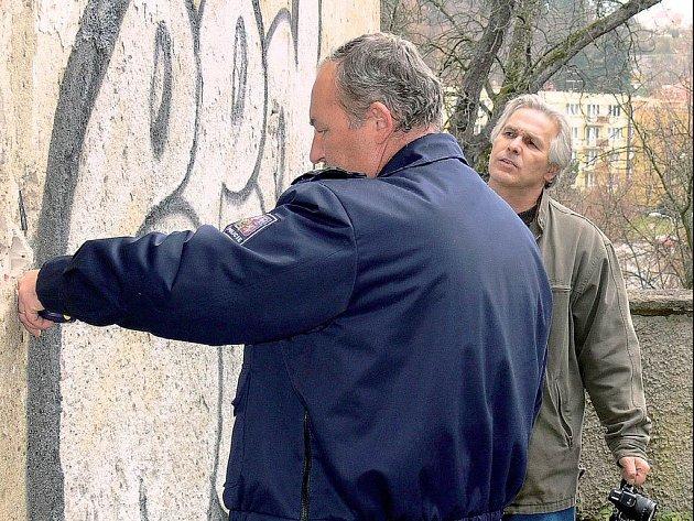 GRAFICKÉ DÍLO ROZČÍLILO. Případ vyšetřuje Policie ČR, protože se jedná o škodu většího rozsahu. Po výtečníkovi ale pátra i samotná správa českokrumlovského zámku.