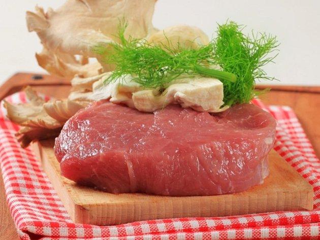 Každodenní pojídání steaků a dalšího červeného masa podle vědců z Harvardovy univerzity zvyšuje o 12 procent riziko předčasného úmrtí na vleklou chorobu.