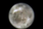 Hubbleův vesmírný dalekohled poskytuje kvalitní snímky největšího měsíce ve sluneční soustavě Ganymedes již dlouhá léta. Tento snímek pochází z roku 1996. Ganymedes je od Země vzdálený před 600 milionů kilometrů.