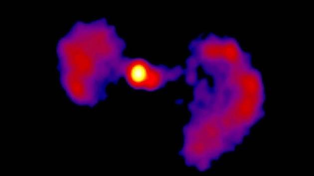 Galaxie  TXS 0128 + 554, která připomíná proslulou vesmírnou stíhačku z Hvězdných válek