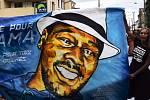 Ve Francii se protesty pojí se jménem černocha Adamy Traorého, který zemřel před čtyřmi lety po podobném policejním zákroku, jakému byl podroben George Floyd
