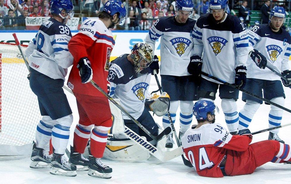 Čtvrtfinálová bitva mezi Českem a Finskem: Dominik Simon na ledě