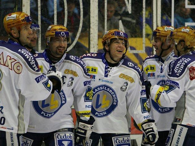 Hokejisté Lasselsbergeru Plzeň se radují z vítězství ve včerejším utkání 10. kola extraligy. Na ledě Zlína vyhráli 4:0 a podruhé v sezoně si připsali plný počet tří bodů.
