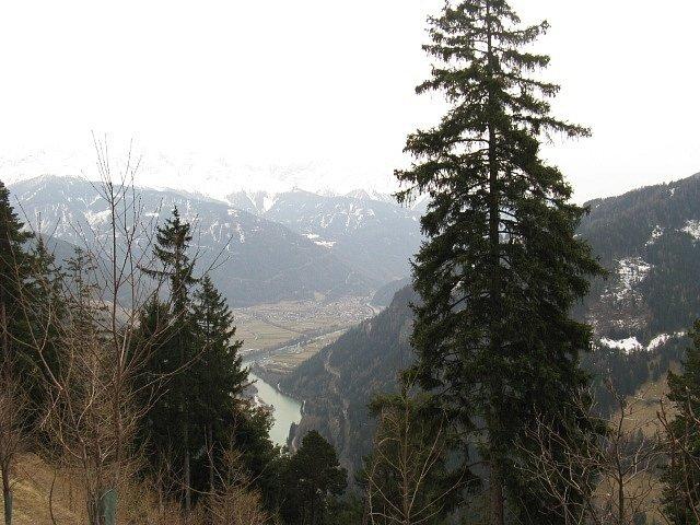 Alpy, hory, údolí, turistika- ilustrační foto