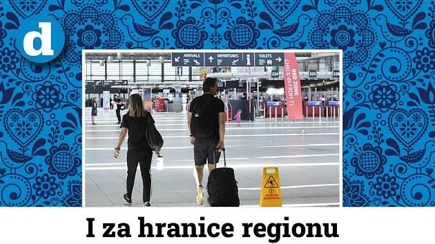 Cestující v hale pražského letiště.