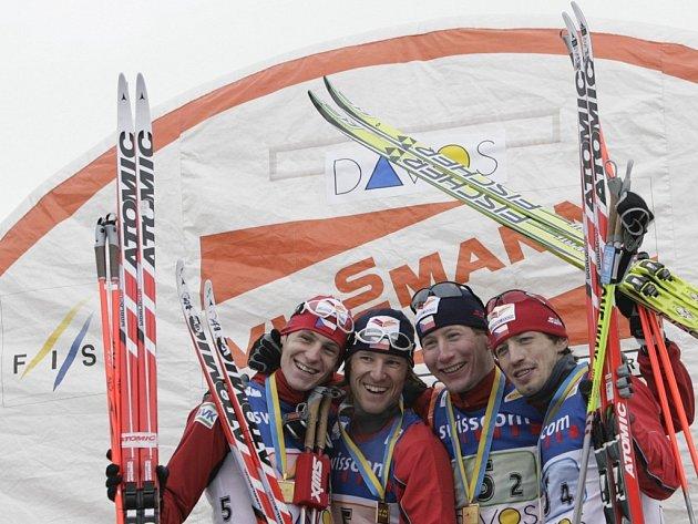 Vítězná štafeta českých běžců na lyžích.