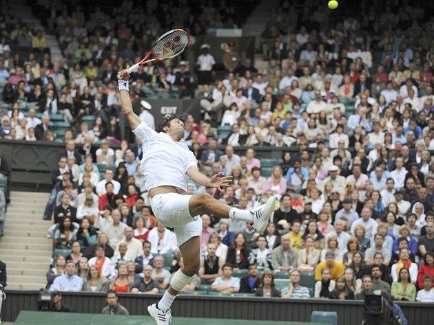 Mario Ančič v zápase se Španělem Ferrerem.