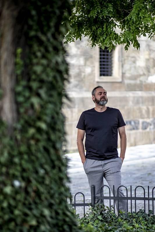 Honza Dědek je autorem knihy o skupině Lucie nazvané Šrouby do hlavy (2000) a knižně vydal třeba i své rozhovory Live (2004), Vzpomínky na 20. století (2006).