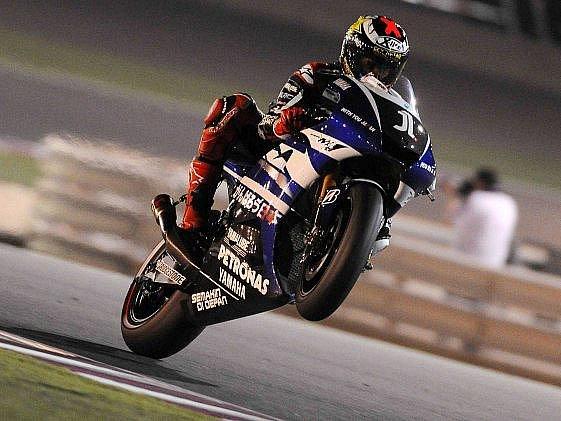 Jorge Lorenzo slaví v Dauhá druhé místo.
