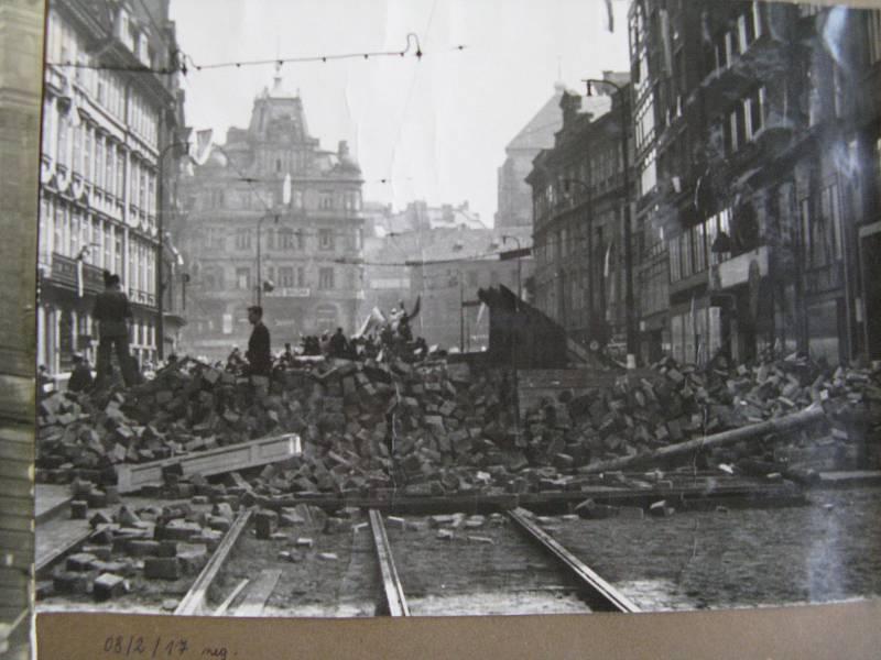 Pražské povstání, barikáda na Národní třídě před Jugmannovým náměstím