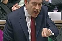 Premiér Gordon Brown včera přesvědčil většinu britských poslanců, že referendum o Lisabonské smlouvě je zbytečné.