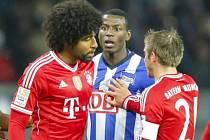 Adrian Ramos z Herthy Berlín (uprostřed) by měl v Dortmundu nahradit kanonýra Roberta Lewandowského.