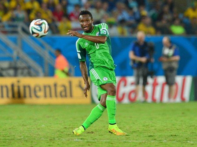 John Obi Mikel z Nigérie proti Bosně.