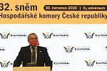 Prezident Hospodářské komory Vladimír Dlouhý hovoří na celostátním sněmu komory 30. července 2020 v Praze