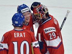 Čeští hokejisté (zleva) Martin Erat, Aleš Hemský a Petr Mrázek se radují z výhry na mistrovství světa.