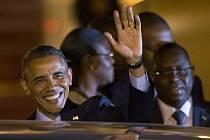 Obama na letišti v Dakaru