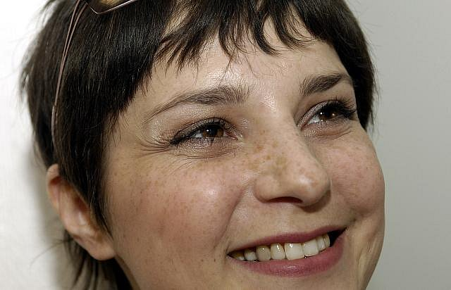 Zuzana Dřízhalová jako Marcela Rubešová ve filmových ateliérech v Praze-Holešovicích