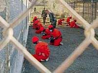 """Americký soud poprvé vyslyšel vězně z Gauntánama. Zde je nyní drženo necelých 200 """"bojovníků nepřátelských"""" USA."""