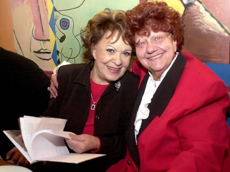 Herečka Helena Růžičková s Jiřinou Bohdalovou.