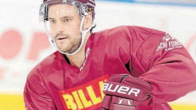 ZÁMOŘSKÝ TVRĎÁK. Obránce Jeremie Blain je jeden ze tří Kanaďanů, kteří dorazili do hokejové Sparty během léta. Poslední sezonu odehrál v dresu Innsbrucku.