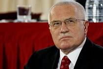 Václav Klaus uvedl, že respektuje premiérovo rozhodnutí udělit čestnou plaketu bratrům Mašínům a Milanu Paumerovi.