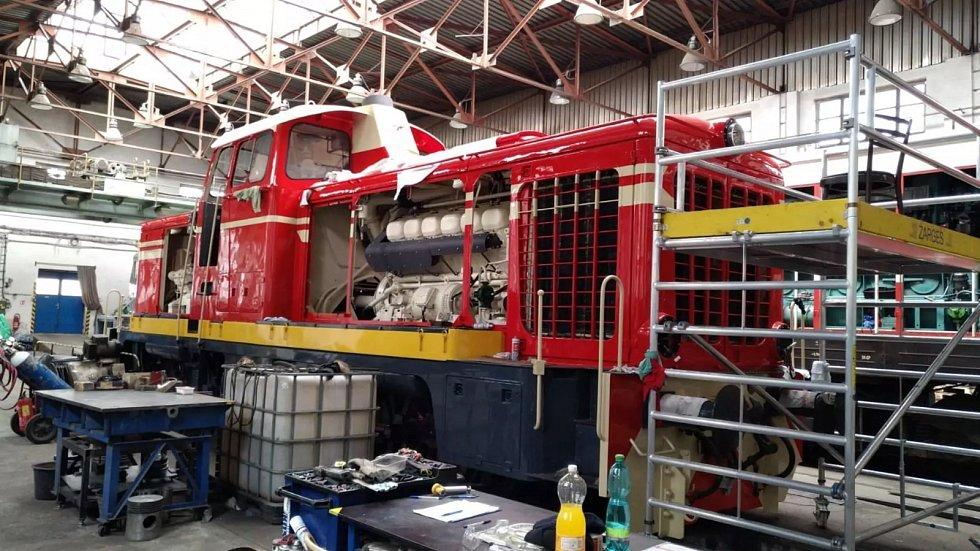 """Oprava ozubnickové lokomotivy T426.003 přezdívané """"Rakušanka""""."""