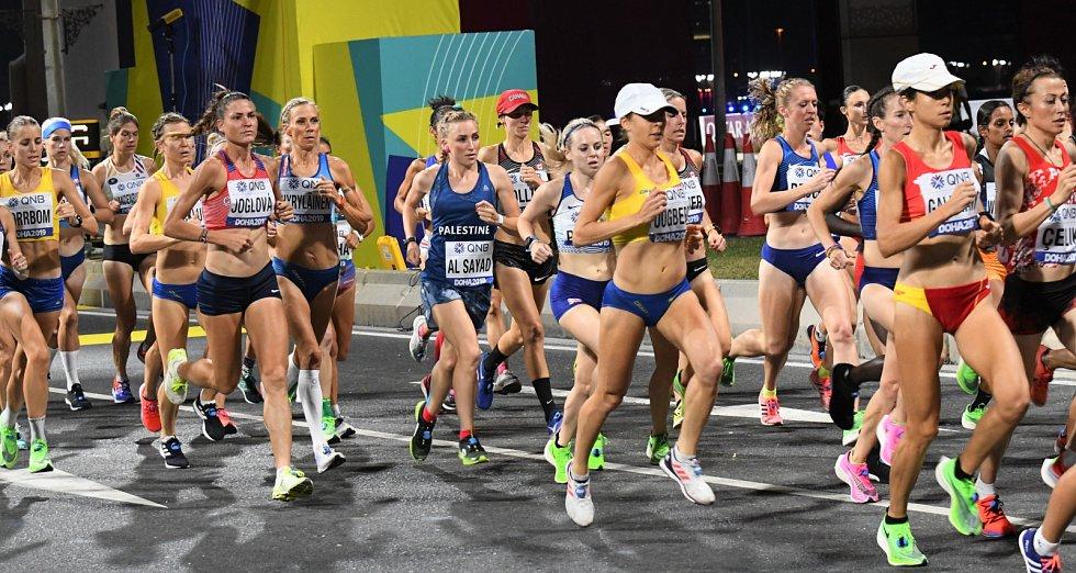 Noční maraton žen na MS v Dauhá.