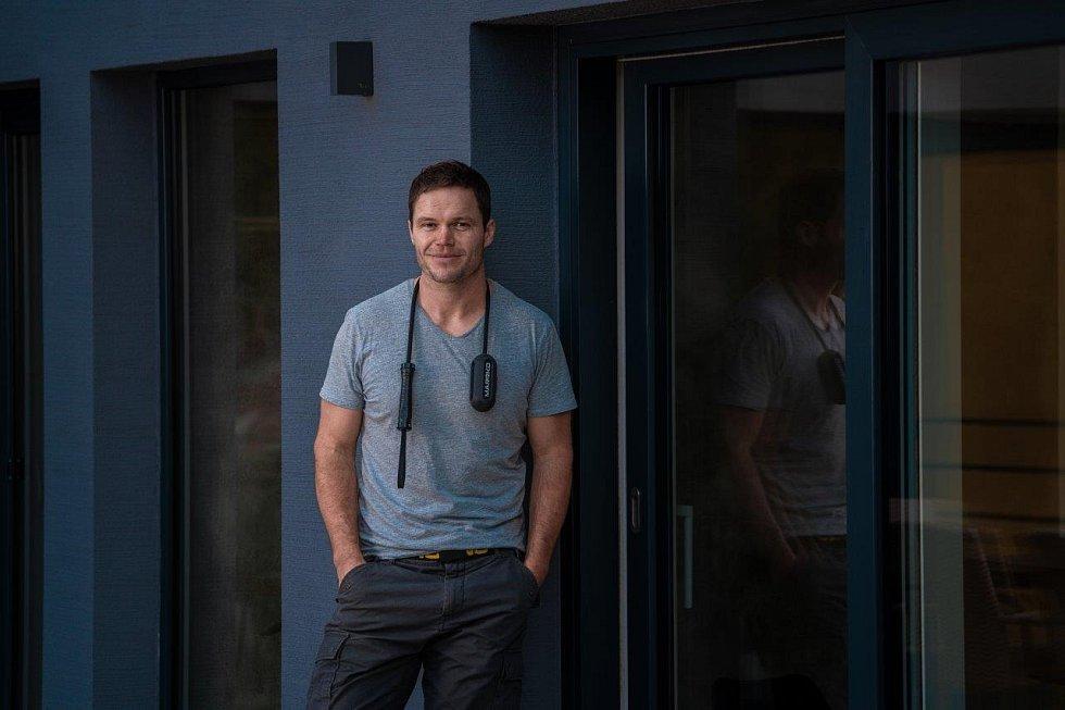Martin Kofroň po svém zranění v Afganistánu začal cvičit s lanem a vymyslel unikátní rehabilitační pomůcku