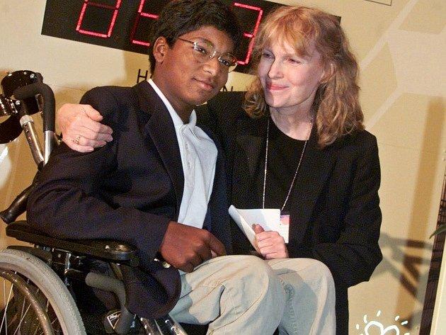 Americká herečka Mia Farrowová a Thaddeus Wilk Farrow.