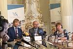 Ministr zdravotnictví Adam Vojtěch, ministr školství Robert Plaga a hygienička Jarmila Rážová.