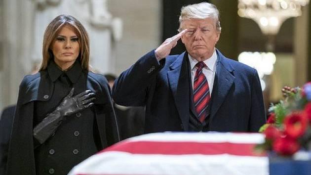 Prezident Donald Trump s manželkou Melaniií Trumpovou.