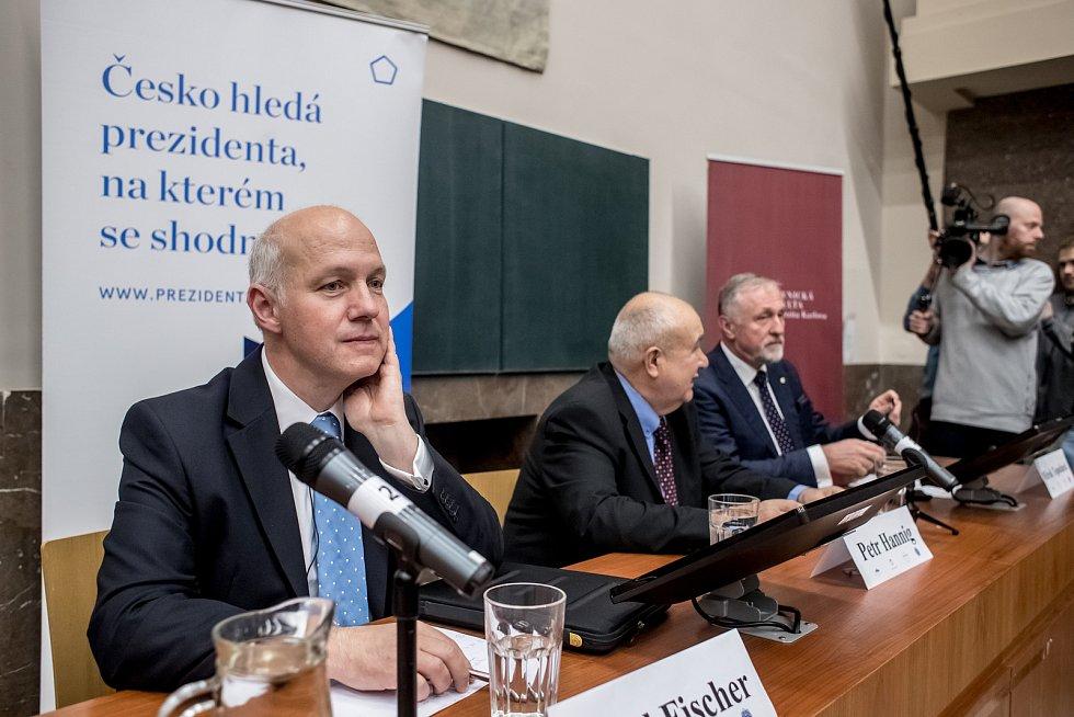 Debata s prezidentskými kandidáty proběhla 8. listopadu v Praze na Právnické fakultě. Pavel Fischer, Petr Hannig, Mirek Topolánek