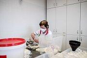 Laboratoř sítě lékáren Dr. Max v Nučicích u Prahy.