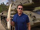 Hollywoodský herec Arnold Schwarzenegger, který se proslavil mimo jiné rolí kyborga Terminátora, se znovu vydal do boje