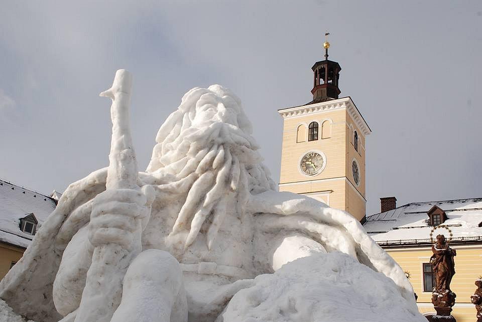 V Jilemnici vyrostl tradiční sněhový Krakonoš