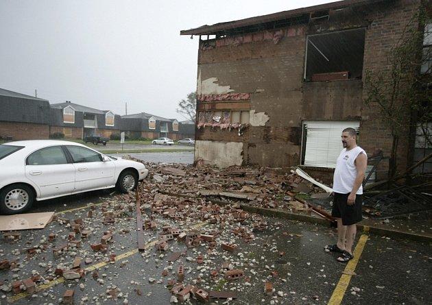 Po hurikánu Gustav zůstaly především zničené domy.