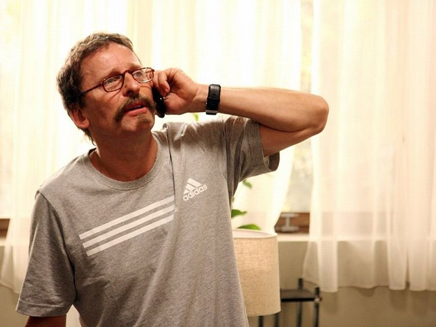 Hlavní roli v druhém filmu z cyklu Komedie o manželství a sexu s názvem Slečna Flintová hraje David Prachař.