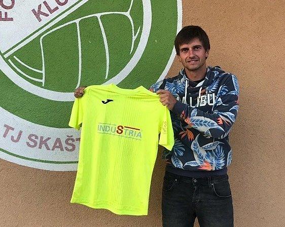 Bývalý záložník ligového Zlína Lukáš Motal nepůsobí ve Skašticích jenom jako hrající asistent trenéra u prvního mužstva, ale současně vede také dorostence, mladší žáky i kluky ze starší přípravky.