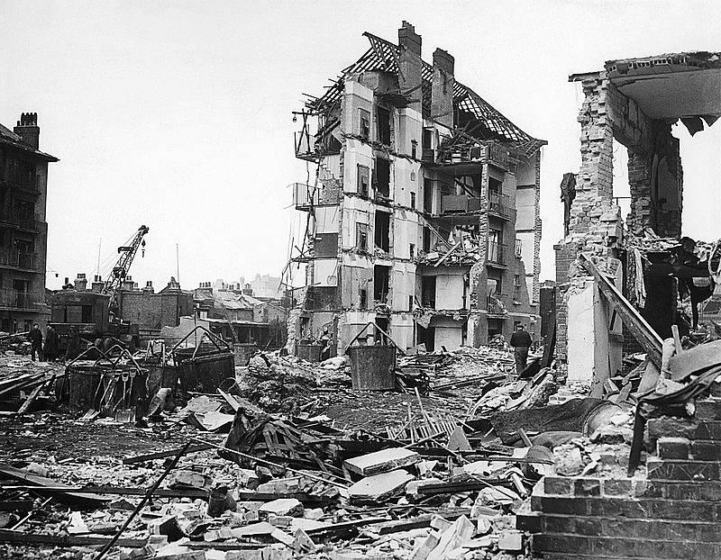 Poslední dvě rakety V2 dopadly na Londýn 27. března 1945. První z nich ve čtvrti Whitechapel zabily 134 lidí (na snímku), další v Orpingtonu jednoho člověka.
