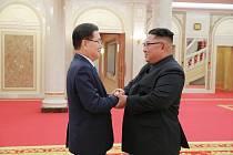 Jihokorejský bezpečnostní poradce Chung Eui-yong a severokorejský vůdce Kim Čong-un na jednání v Pchjongjangu