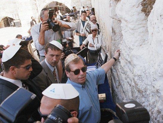 Václav Havel při návštěvě Jeruzaléma v roce 1997.
