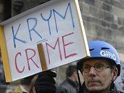 Mírový pochod na protest proti ruské intervenci na ukrajinském Krymu se konal 15. března v Praze.