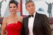 Úvod jednoho z nejvýznamnějších filmových festivalů na světě obstarala premiéra amerického vědeckofantastického filmu Gravitace mexického režiséra Alfonsa Cuaróna. Hlavní role v nesoutěžním snímku hrají Sandra Bullock a George Clooney.