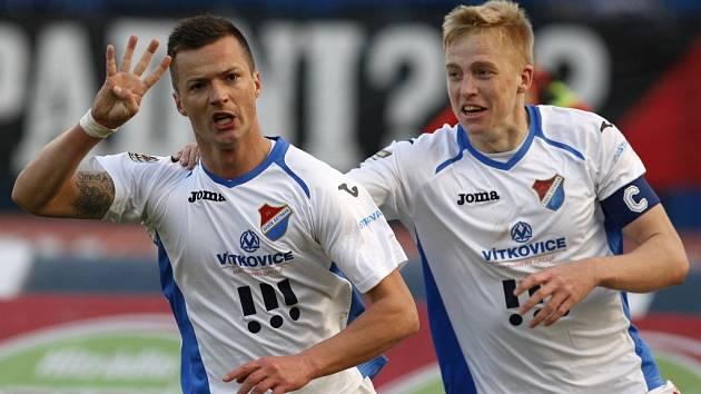 Opory Ostravy Václav Svěrkoš (vlevo) a Michal Frydrych.