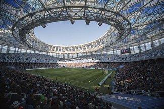 Stadion Nižnij Novgorod (Nižnij Novgorod, 44 899 diváků). Tato aréna je situována na místě zvaném Strelka, kde se stékají řeky Volha a Oka. Její design je inspirován přírodními živly vodou a větrem. Také tento stánek byl postaven speciálně pro šampionát.