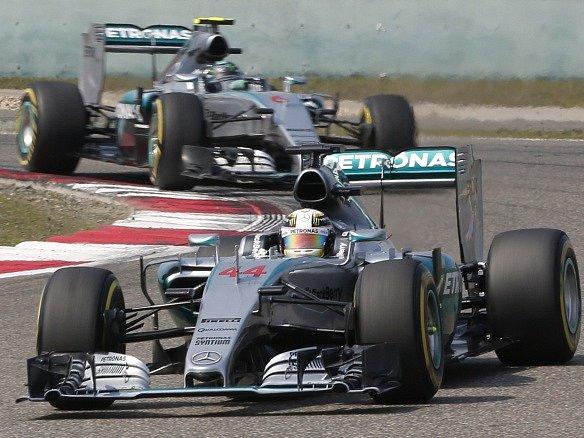 Velká cena Číny: Lewis Hamilton před Nico Rosbergem